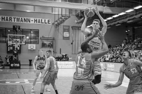 easyCredit BBL Spieltag 10 NINERS Chemnitz : SYNTAINICS MBC